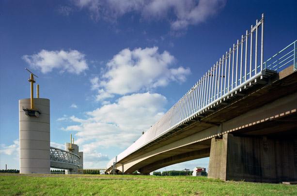 Hartelkering / Hartel Flood Barrier ( M. Struijs (Gemeentewerken) )