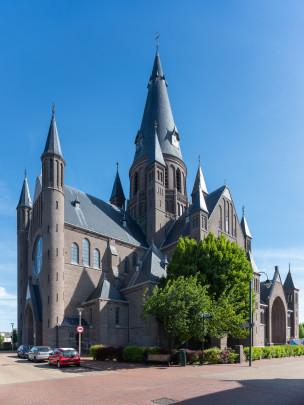 RK kerk Sint Gummarus Steenbergen / Roman Catholic Church Steenbergen ( P.J.H. Cuypers, Jos. Cuypers, J. Stuyt )