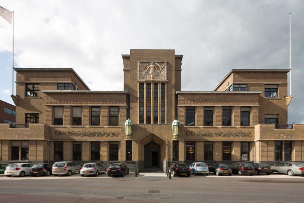 Kantoorgebouw Bierbrouwerij De Drie Hoefijzers / Office Building Brewery De Drie Hoefijzers ( F.P. Bilsen en Zn. )