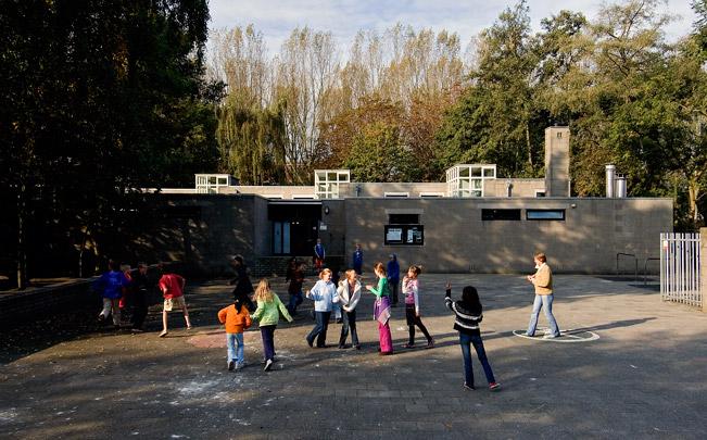 Lagere Montessorischool / Montessorischool ( H. Hertzberger )
