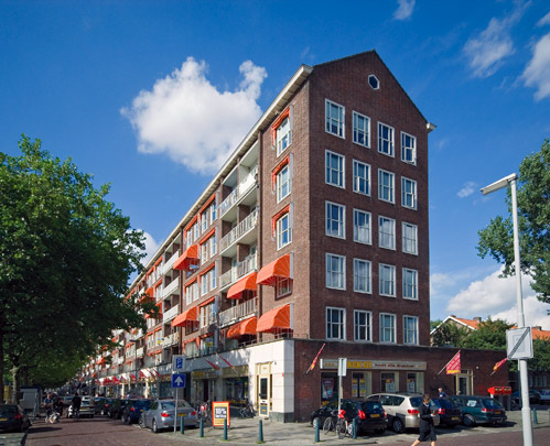 Woningbouw met winkels Wereldhaven / Housing and Shops Wereldhaven ( J. Wils; J.C. Bolten, D. Drrer, AE.G. & J.D. Postma ) 