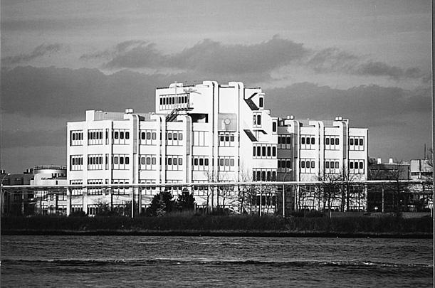 Polymerencentrum / Polymer Centre ( M.E. Zwarts )
