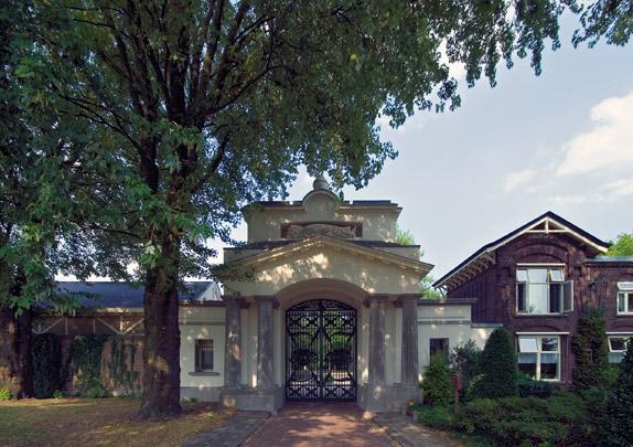 Algemene Begraafplaats Crooswijk / Public Cemetery ( P. Adams )