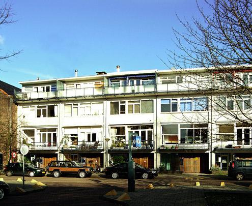 Drive-in woningen Anthonie van Dijckstraat  / Drive-in Dwellings Anthonie van Dijckstraat  ( W. van Tijen, M.A. Stam, C.I.A. Stam-Beese, H.A. Maaskant )