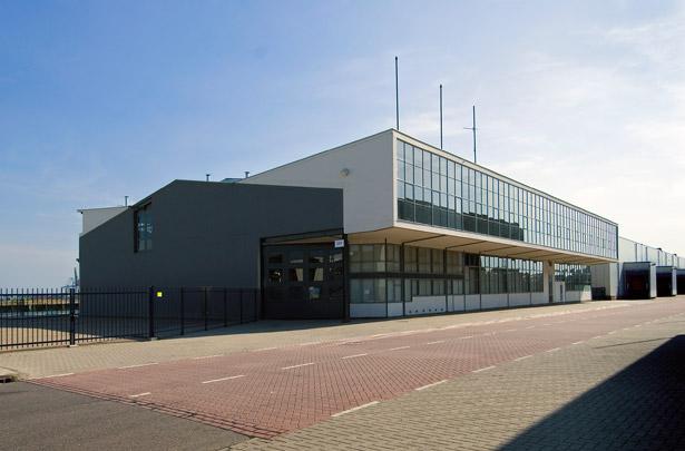 Poortgebouw Thomsen's Havenbedrijf / Gateway Building Thomsen's Havenbedrijf ( Brinkman & Van den Broek )